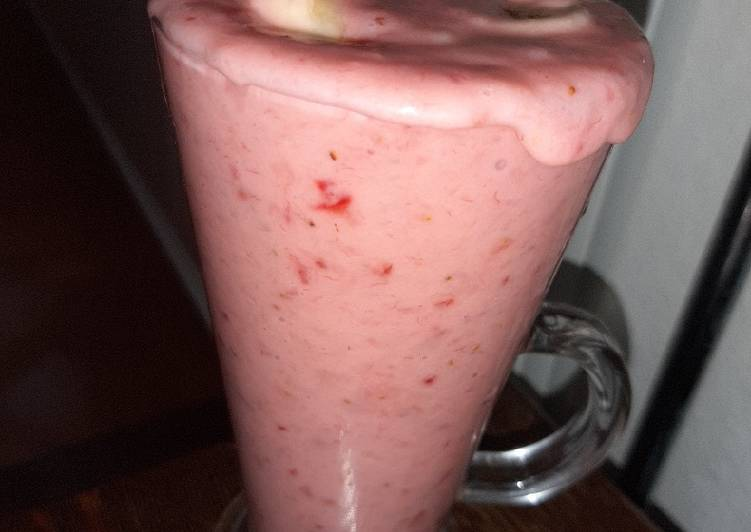 Recipe: Delicious Strawberry Shake (Vegan)🍌🍌🍌🍌🍓🍓🍓🍓