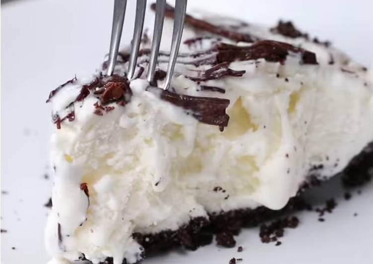 Cookies and ice cream pie