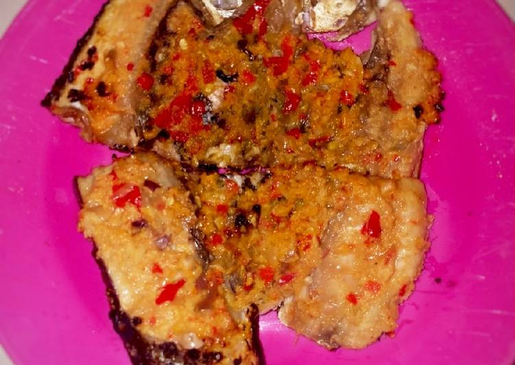 Ikan bandeng bakar ombang-ombang bumbu ekstra pedas