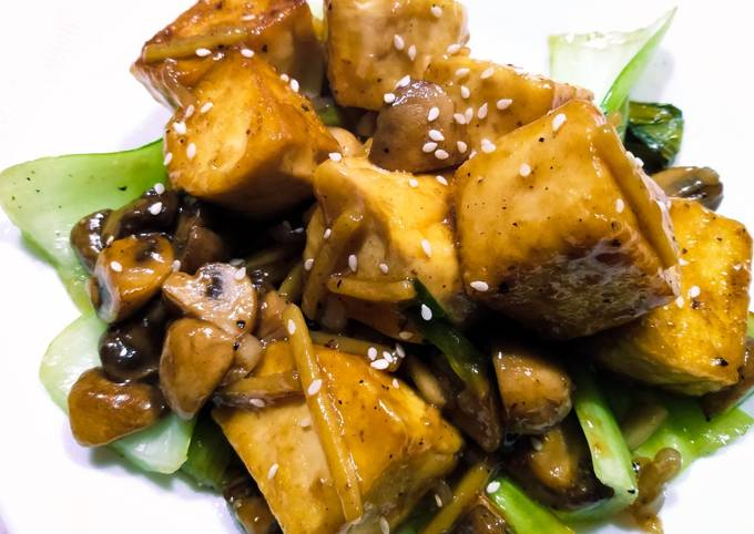 Tofu and mushrooms in ginger and oyster sauce