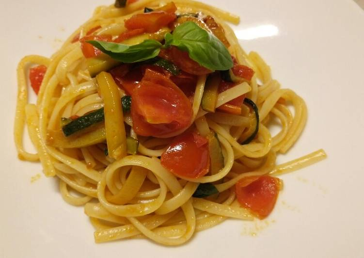 Recipe: Delicious Linguine con zucchine e pomodorini