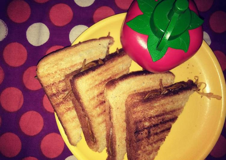 Grilled cheese noodles sandwich
