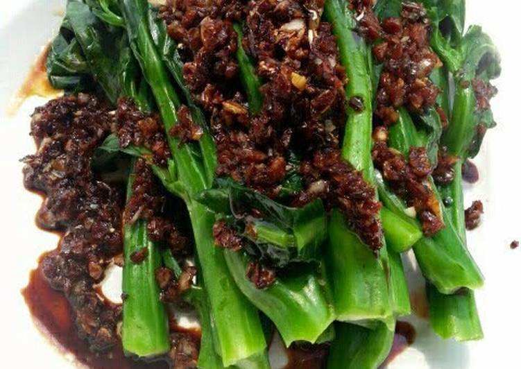 Recipe: Delicious Chinese Brocoli With Garlic And Parsley Soy Sauce
