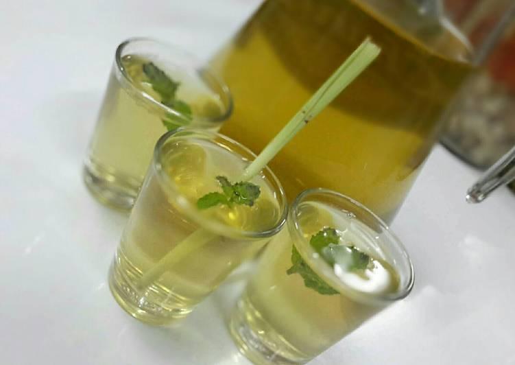 Steps to Make Favorite Lemongrass Tea