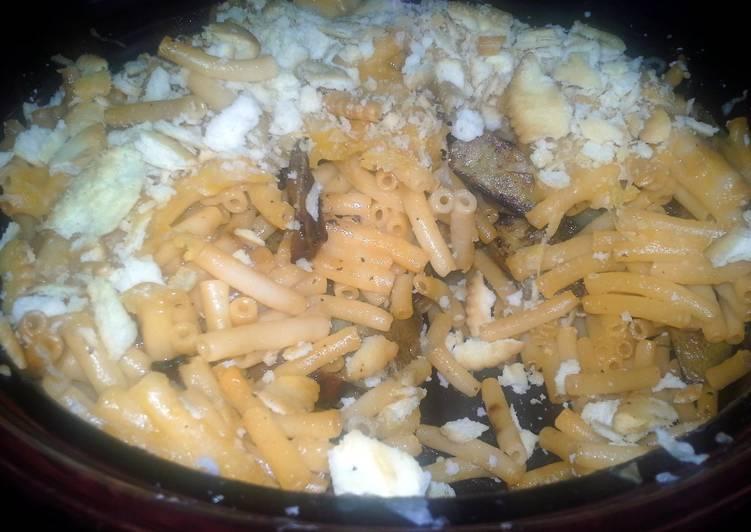 cheesy mac and tater bake