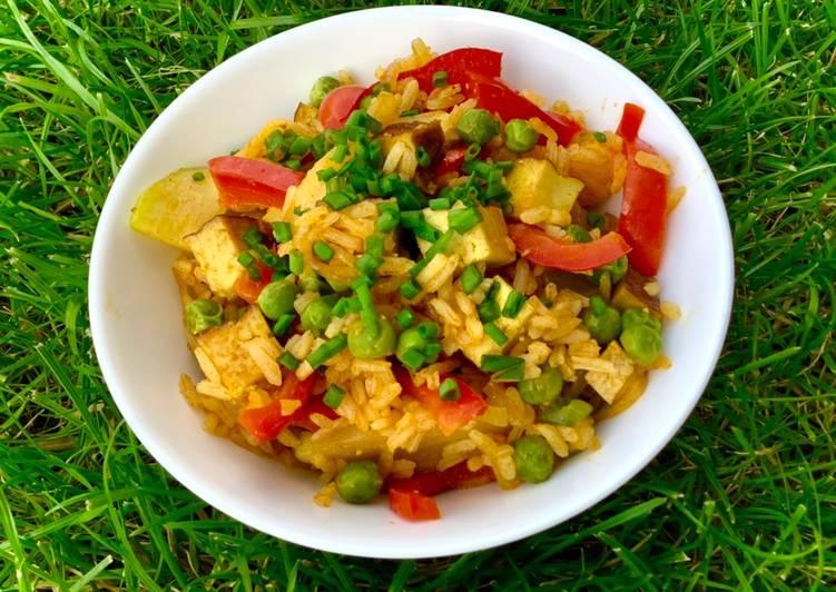 Smażony ryż z wędzonym tofu i warzywami 🌱 główne zdjęcie przepisu