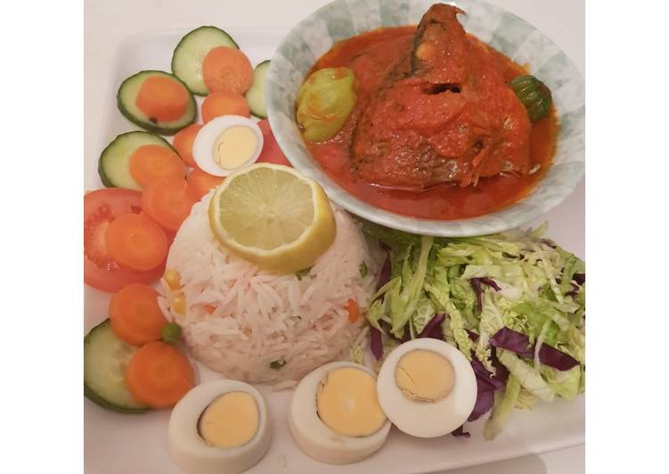 How to Prepare Tasty White basmati rice and fresh tilapia fish stew and salad
