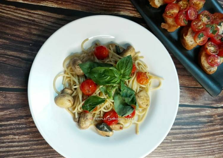 How to Prepare Award-winning Spaghetti Aglio e Olio With Mushrooms, Cherry Tomatoes & Basil