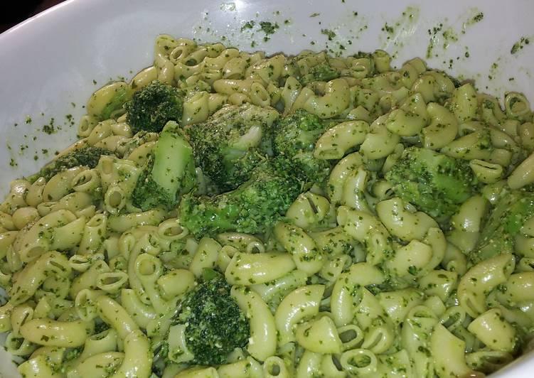 Pesto pasta with broccoli