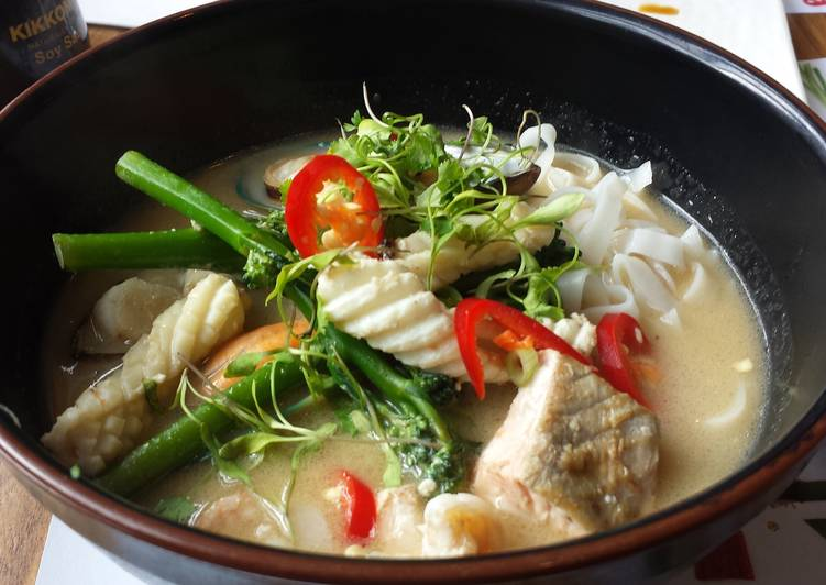 Recipe: Yummy Coconut Seafood Broth