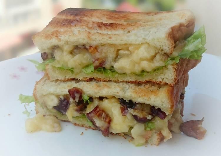 Banana and Medjool Dates Diet Brunch Sandwich / DAY 1