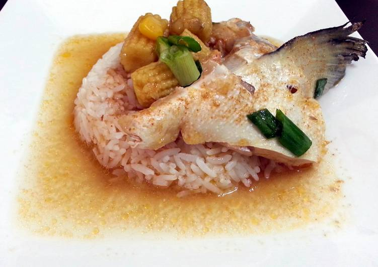 Poached Salmon In Thai Red Curry Choosing Healthy and balanced Fast Food
