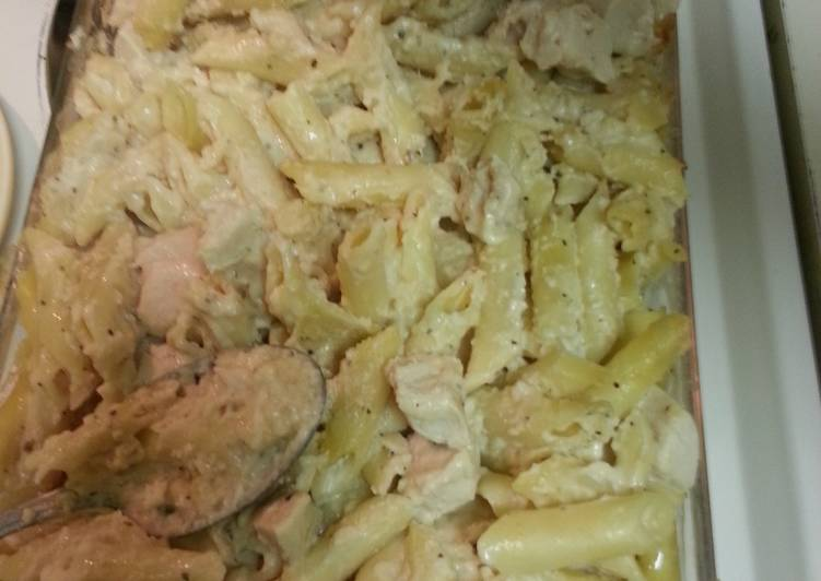 Alfredo chicken pasta bake