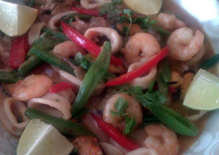 Vickys Thai-Style Seafood Curry, GF DF EF SF NF Finding Healthy Fast Food