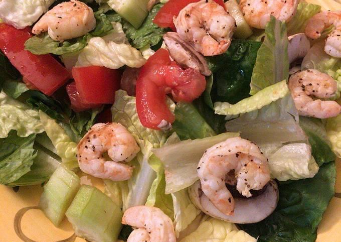 Ninja Foodie Grill Lemon Pepper Shrimp for a Salad