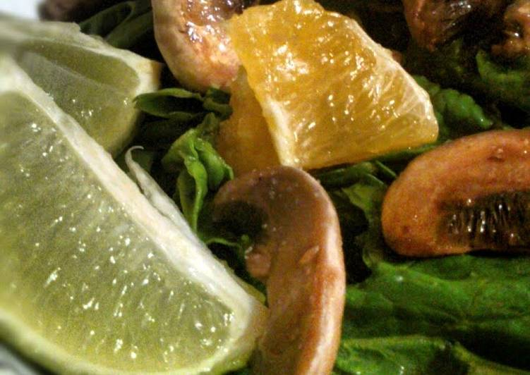 Healthy Spinach Salad with Mushrooms & Orange