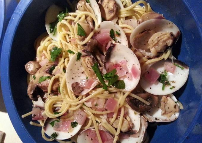 Clam Spaghetti with White Wine Sauce