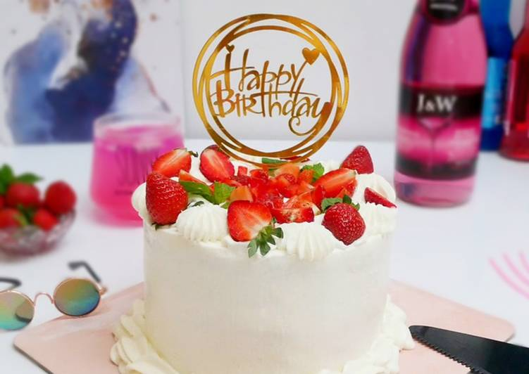 Resep: Enak Vanilla Sponge Cake - Strawberry Birthday Cake
