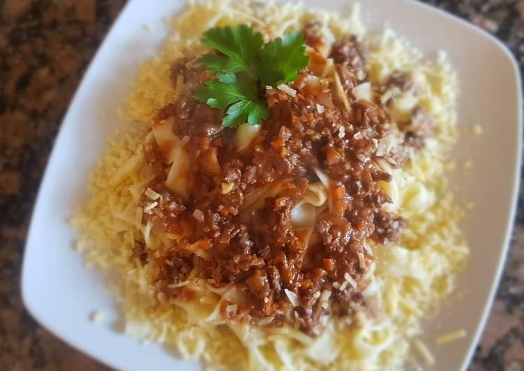Fetuccini, con bolognesa, c/carne