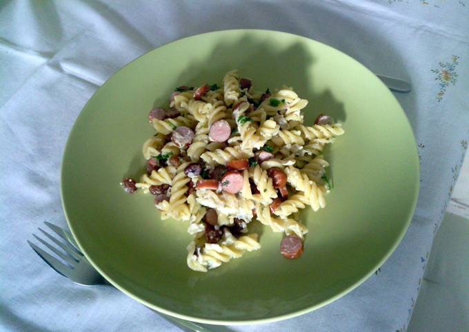 HotDog Sausages with Penne and Sultanas