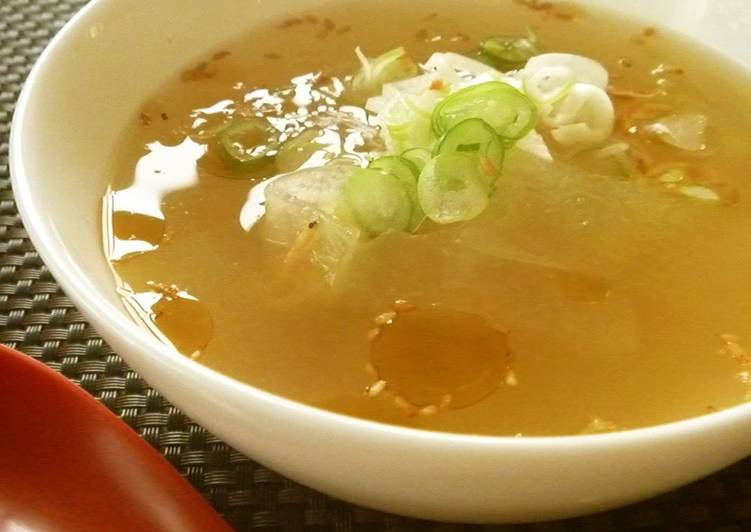 What are some Dinner Easy Fall Chinese-Style Winter Melon and Sakura Shrimp Soup Flavored with Ginger