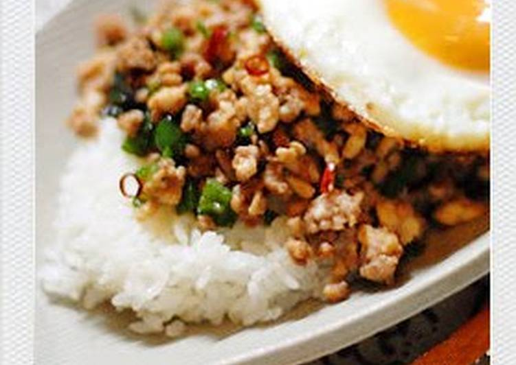 Easy Pad Gra Prao (Stir Fried Rice with Ground Meat and Basil)