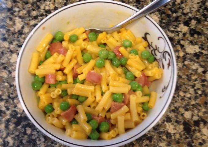 Mac & Cheese with Peas and Hot Dogs