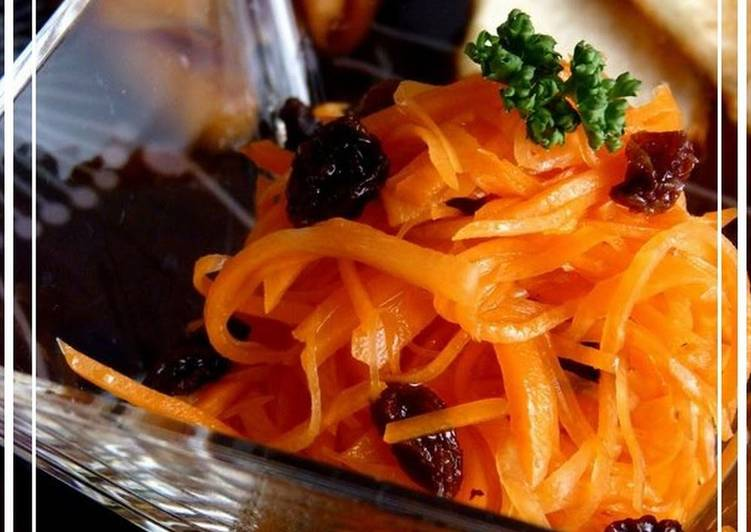 Going Green for Better Health By Dining Superfoods Light and Refreshing Carrot and Raisin Salad