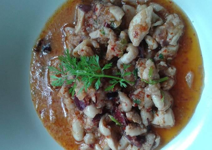 Laap Kai or thai spicy chicken salad
