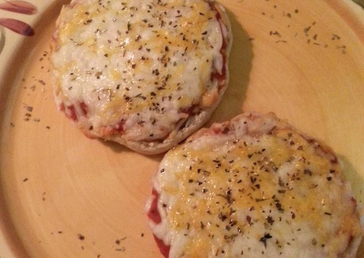 MMPs (mini muffin pizzas)