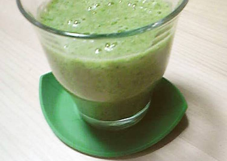 Easy to Drink! Banana and Komatsuna Smoothie