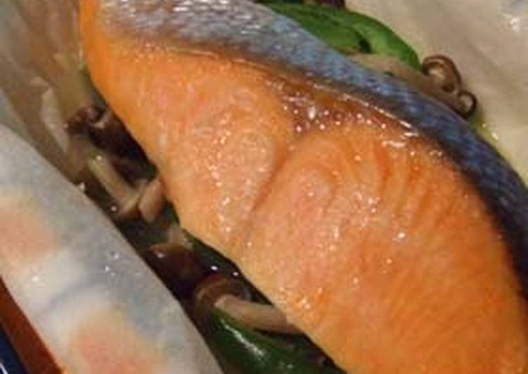 Step-by-Step Guide to Make Perfect Salted Salmon and Vegetables Sake-steamed in the Microwave