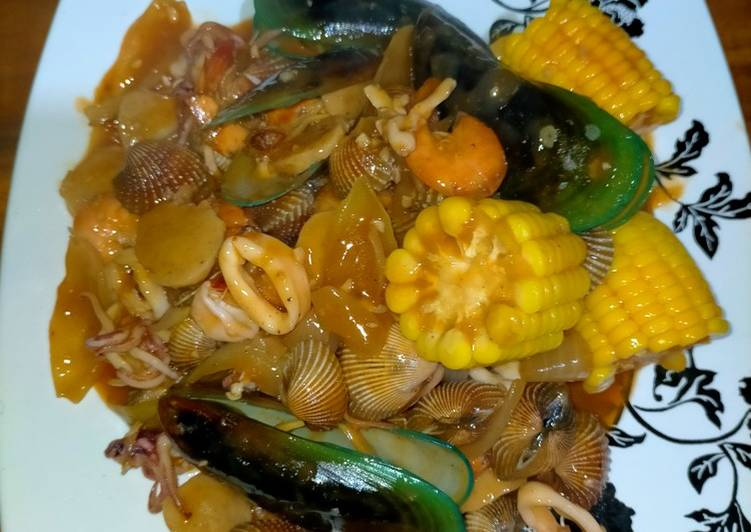 Seafood mix with vegetable