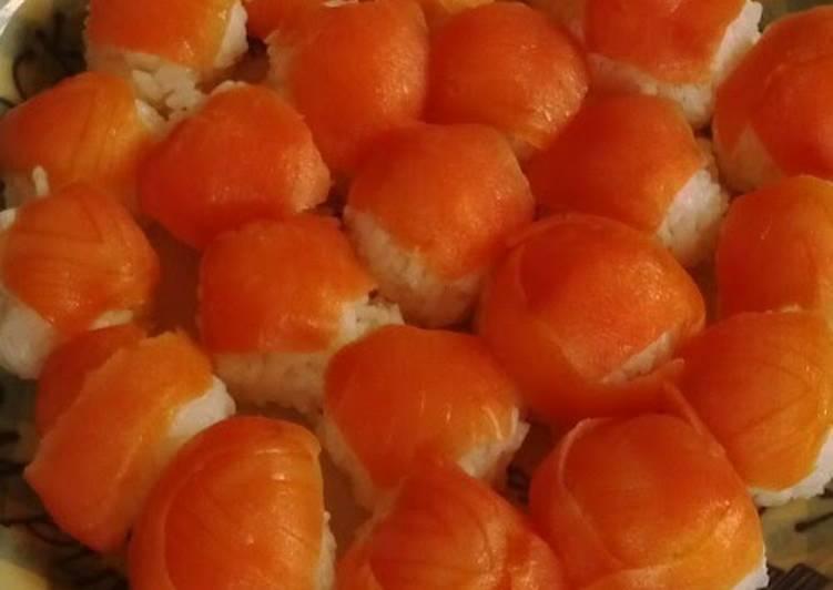 How to Prepare Award-winning Smoked Salmon Temarizushi with Leftover Rice