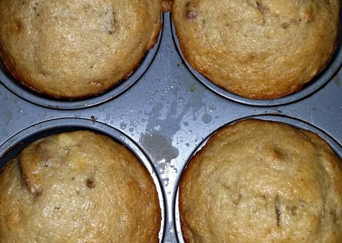 Easy  banana pecan muffins