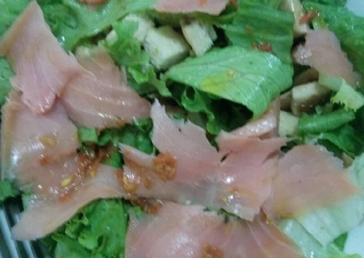 Recipe of Speedy Salmon Salad in Carrot Ginger Dressing