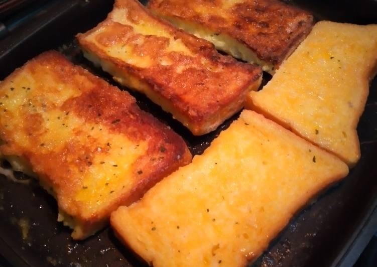 Roti tawar goreng telur, disono katanya namanya french toast🤩