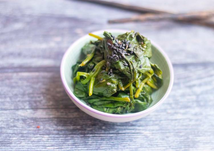 Japanese Spinach Salad with Sesame Dressing (Horenso Gomaae)