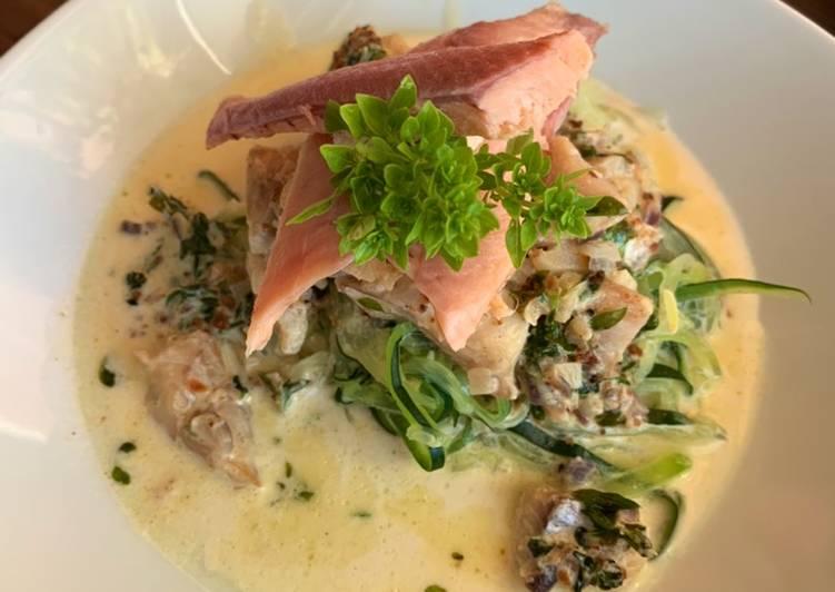 Zucchini-Nudeln mit Fisch
