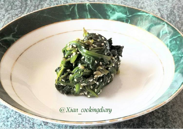 Sigeumchi Namul 시금치 나물(Korean Spinach Side dish)