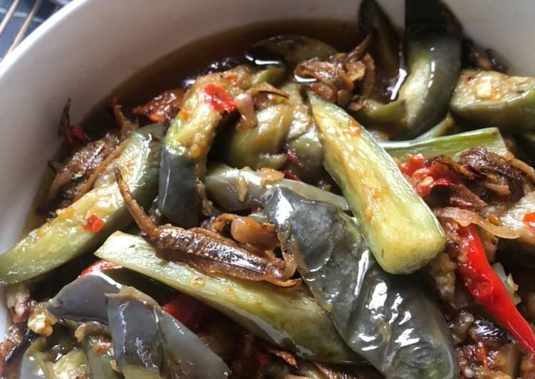 Terung dan ikan bilis tumis pedas