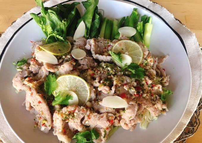🧑🏽🍳🧑🏼🍳 Thai Salad • Spicy Garlic Lime Pork Recipes • Moo Manao  ThaiChef food