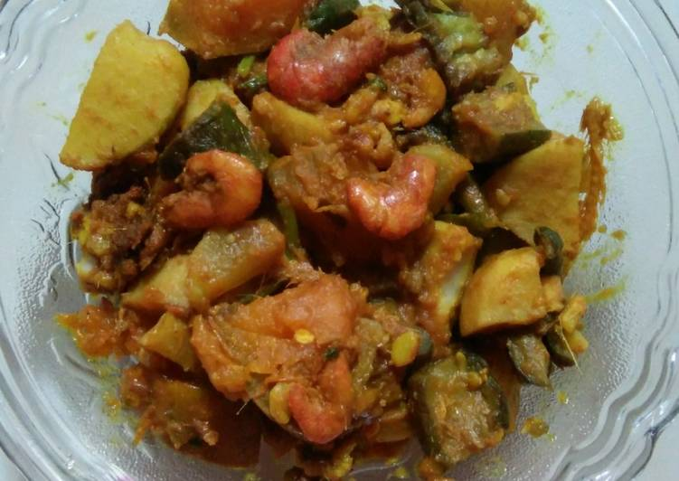 Recipe of Quick Pumpkin Arbi curry with seafood Assamese style