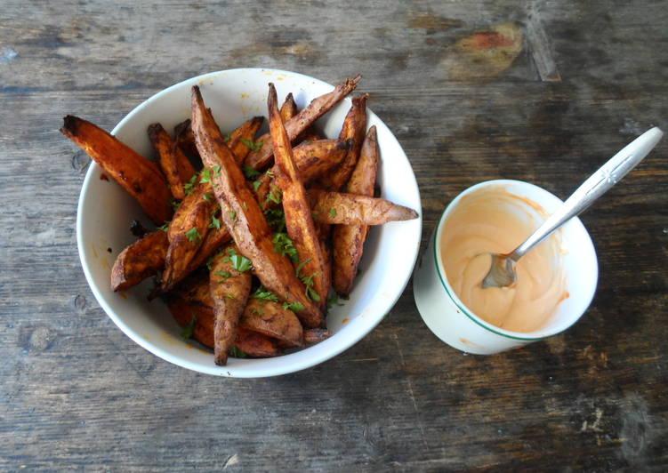Smoky sweet potato wedges & sriracha mayonnaise