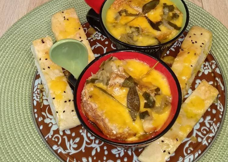 Köstliche 🧅 Zwiebelsuppe 🍲 mit Salbei 🌿 und Cheddar 🧀