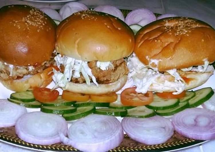Turn to Food to Elevate Your Mood Zinger burger #Ramdankitayari