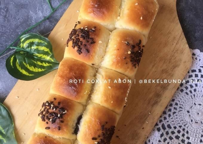 Roti Manis(isi abon dan coklat)