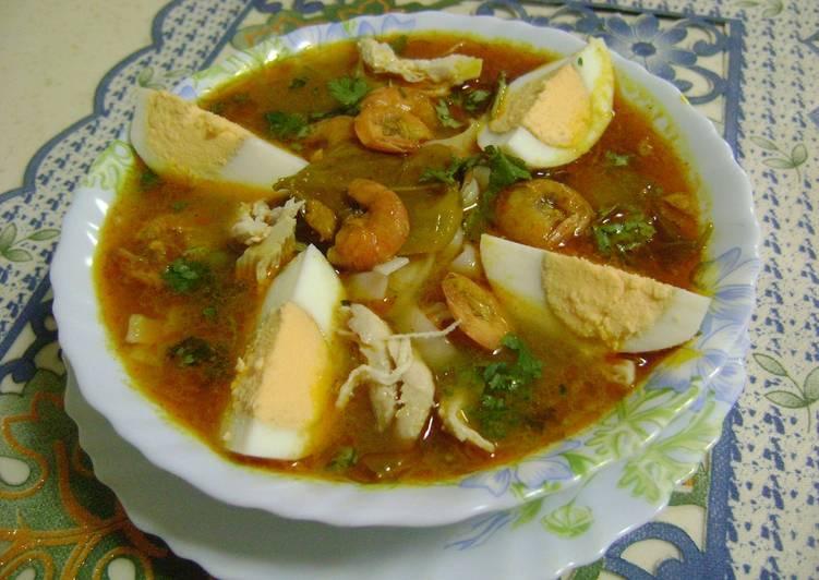 Laksa (Singaporean Noodle Soup)