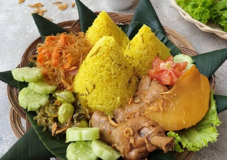 Tumpeng Mini Nasi Kuning Daun Jeruk