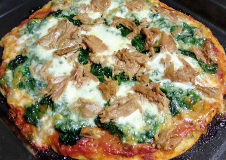 Pizza de atún y espinacas con masa de orégano